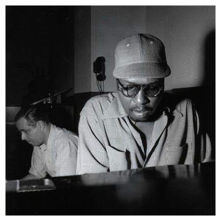 "Alfred Lion and Thelonious Monk, ""Thelonious Monk Sextet"" session, WOR Studios, New York, NY, May 30, 1952 Vol.2 (Foto: Francis Wolff/Divulgação)"